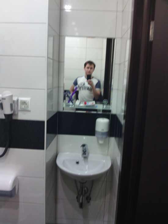 Миниатюрная раковина в ванной